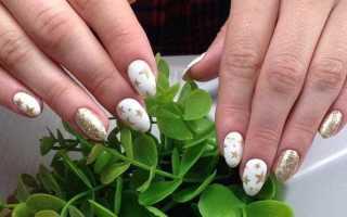 Белые блестящие ногти