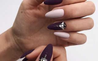 Бордовый френч на миндалевидных ногтях