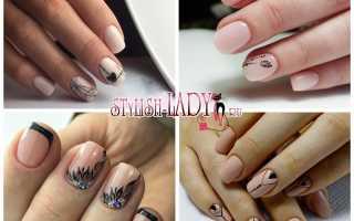Бежевые ногти с черным узором