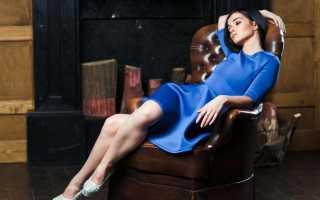 Как украсить однотонное синее платье