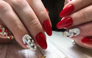 Белый рисунок на красных ногтях