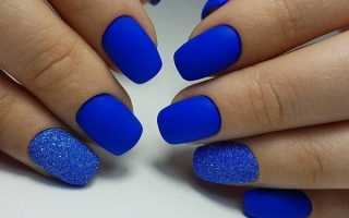 Маникюр синий с золотым дизайном